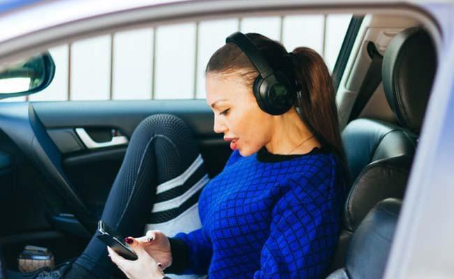 over-ear-bluetooth-headphones